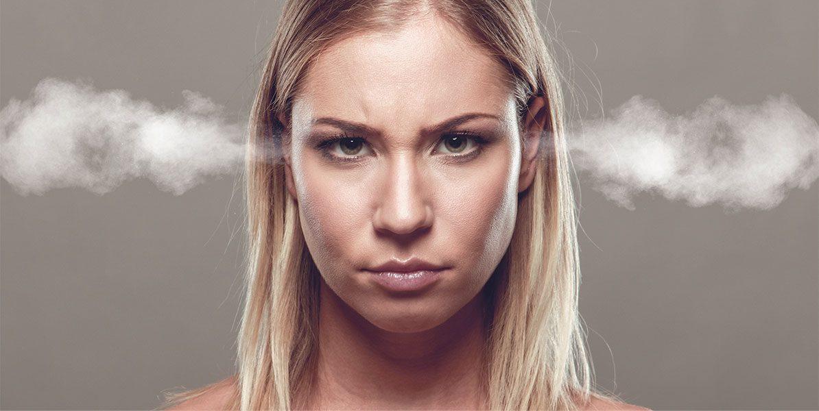 Körpersprache: wütende Frau